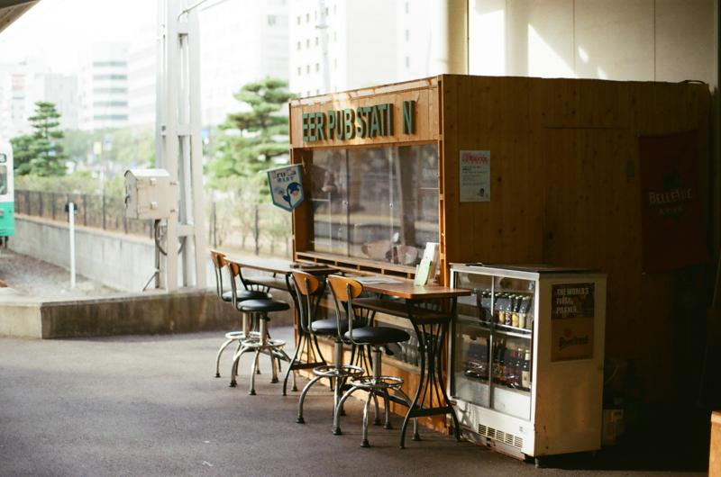 高松築港駅のホームにあるビールスタンド